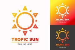 Gesetzte moderne Steigungsart des tropischen Sonnenlogos für Reiseunternehmen, Stockbild
