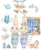 Gesetzte nette glückliche Glückwunschkarte mit Karikatur zwei Häschen Aquarellkaninchenclipartwiege und -spielwaren für Baby, Fel lizenzfreie stockbilder