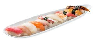 Gesetzte Platte der Sushi lokalisiert auf Weiß Lizenzfreies Stockfoto