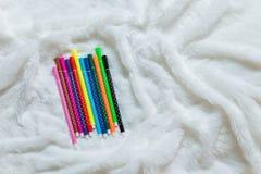 Gesetzter bunter Stift auf weichem Stoff Lizenzfreies Stockbild