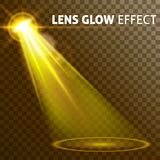 Gesetzter realistischer glänzender heller greller Glanz des gelben Lichtes von Lampen, ein Satz verschiedene Formen und Projektio Stockfotos