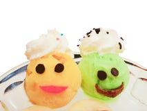Gesetztes fantastisches Thema des bunten Eisportionierers der Zitrone und der Mango auf Schale Lizenzfreie Stockfotos