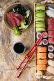 Gesetztes nigiri, Rollen und Sashimi der Sushi Lizenzfreie Stockbilder