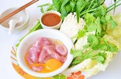 Gesetztes rohes Lebensmittel Shabu Shabu lizenzfreies stockfoto