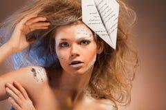 Gesicht als Papier für Wörter über Liebe Lizenzfreies Stockfoto
