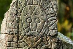Gesicht auf einem Runenstein Stockbild