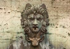 Gesicht auf einem Wasser-Brunnen stockbilder