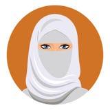 Gesicht der arabischen moslemischen Frau, Vektorillustration Porträt der arabischen Schönheit im weißen hijab Stockbild