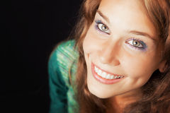 Gesicht der glücklichen frohen jungen freundlichen Frau stockfotografie