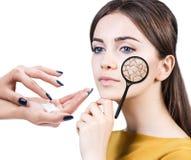 Gesicht der jungen Frau mit trockener Haut Lizenzfreie Stockfotos