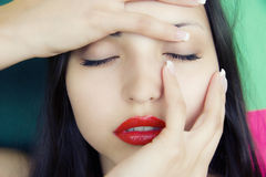 Gesicht der jungen schönen blind Brunettefrau Stockfotografie