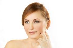 Gesicht der schönen jungen Frau auf einem weißen Hintergrund Stockfoto