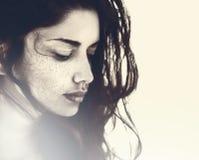 Gesicht der schönen sinnlichen jungen Frau stockfoto
