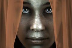 Gesicht der schüchternen sommersprossigen Frau mit schönen großen Augen stockfoto