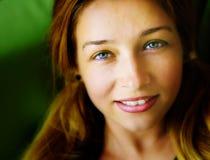 Gesicht der sinnlichen netten freundlichen jungen Frau Lizenzfreies Stockbild