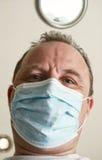 Gesicht des Doktors in einer Schablonennahaufnahme. Lizenzfreie Stockbilder