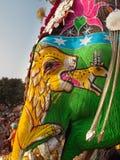 Gesicht des Elefanten gemalt mit einem Tiger Lizenzfreies Stockfoto
