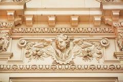 Gesicht des Engels auf Fassade des historischen Gebäudes Lizenzfreie Stockfotografie