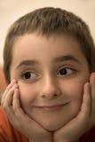 Gesicht des glücklichen und zufriedenen jungen Jungen lizenzfreie stockfotos