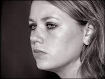 Gesicht des jugendlich Mädchens in Schwarzweiss Stockbild