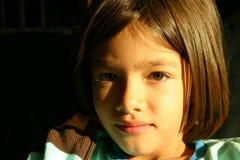 Gesicht des kleinen Mädchens - ein Blick der Versprechung Stockbild