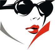 Gesicht des netten Mädchens mit Sonnenbrille Stockbild