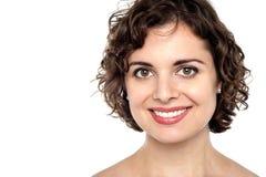 Gesicht einer freudigen jungen Frau lizenzfreie stockbilder