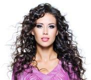 Gesicht einer schönen Brunettefrau Stockfotografie
