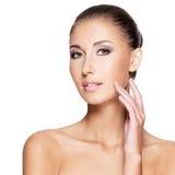Gesicht einer schönen jungen Frau mit perfekter Haut Lizenzfreies Stockbild