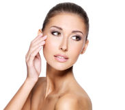 Gesicht einer schönen jungen Frau mit perfekter Haut Lizenzfreies Stockfoto