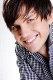 Gesicht eines glücklichen stattlichen jungen Kerls Lizenzfreie Stockbilder
