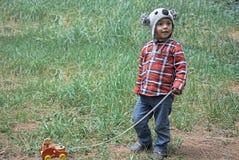 Gesicht eines Kindes, das Front betrachtet stockbilder