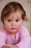 Gesicht eines netten blauen gemusterten Babys Stockfotografie