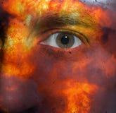 Gesicht mit einer Explosionshaut Stockbilder