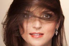 Gesicht und Haare auf Wind Lizenzfreies Stockfoto