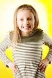 Gesicht verziehendes kleines Mädchen stockbilder