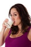 Gesicht von Trinkmilch der Frau Lizenzfreie Stockfotos