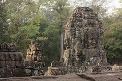 1000 Gesichter Buddha-Tempel in Bayon Stockbilder