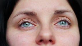 Gesichtsausdrucknahaufnahme - Risse, Schrei stock video footage