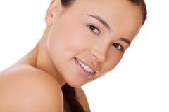 Gesichtsfrau mit gesunder sauberer Haut Stockfoto