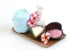 Gesichtsmaske mit Jogurt, Seesalz scheuern sich lizenzfreies stockbild