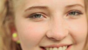 Gesichtsnahaufnahme 15 Jährigmädchens stock video footage