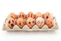 Gesichtszeichnungen der schlechten Stimmung auf Eiern Stockfotos