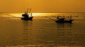 Gesilhouetteerde boten Royalty-vrije Stock Foto's