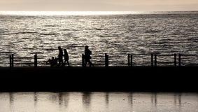 Gesilhouetteerde de Mensen van de zonsondergang Stock Foto