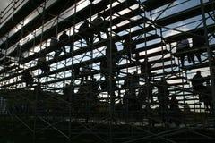 Gesilhouetteerde mensen op bleachers Stock Foto's