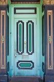 Geslepen uitstekende houten deur stock afbeelding