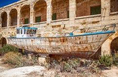 Gesloopt schip, Malta royalty-vrije stock foto's