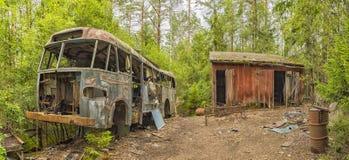 Gesloopte Bus in Autokerkhof Royalty-vrije Stock Afbeeldingen