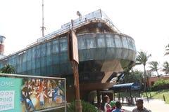 Gesloopte schip en aquariumingang Royalty-vrije Stock Afbeeldingen